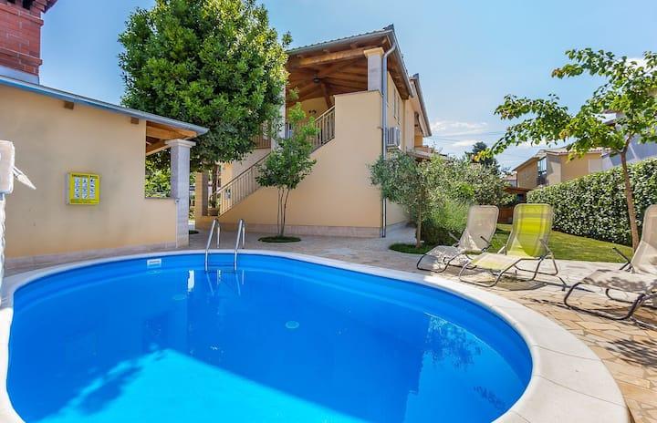 Cómoda villa con piscina privada
