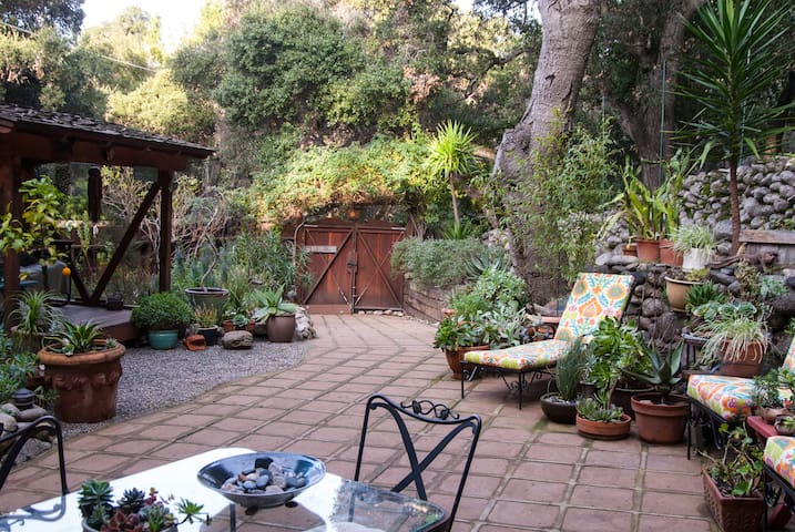 Solace, Garden Patio Apartment - Carmel Valley - Huoneisto