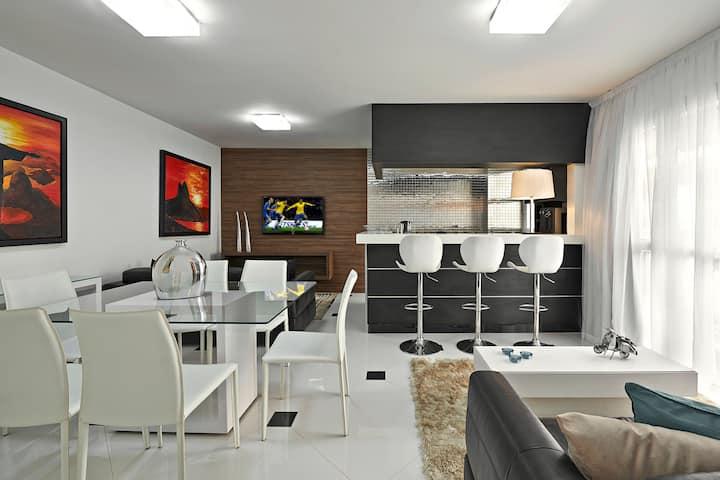 Luxo, limpeza diária,TVcabo,Wi-Fi,garagem,piscina.