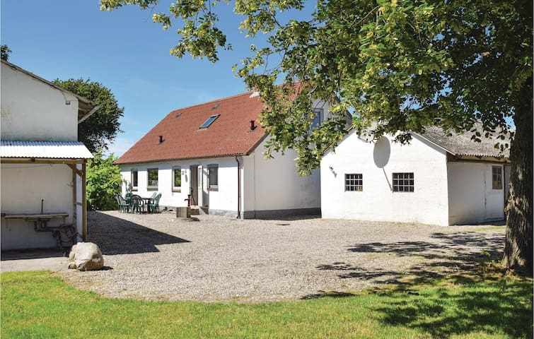 Former farm house with 4 bedrooms on 140m² in Rudkøbing