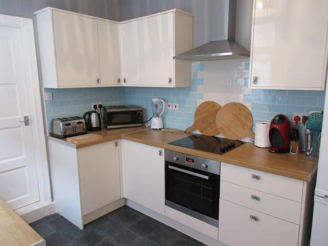 £110 / week, by BAE & Town - Barrow-in-Furness - Casa