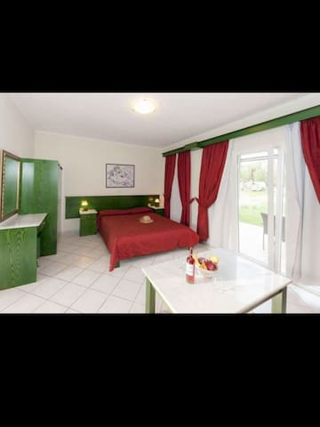 Ballas Paradise Apartments