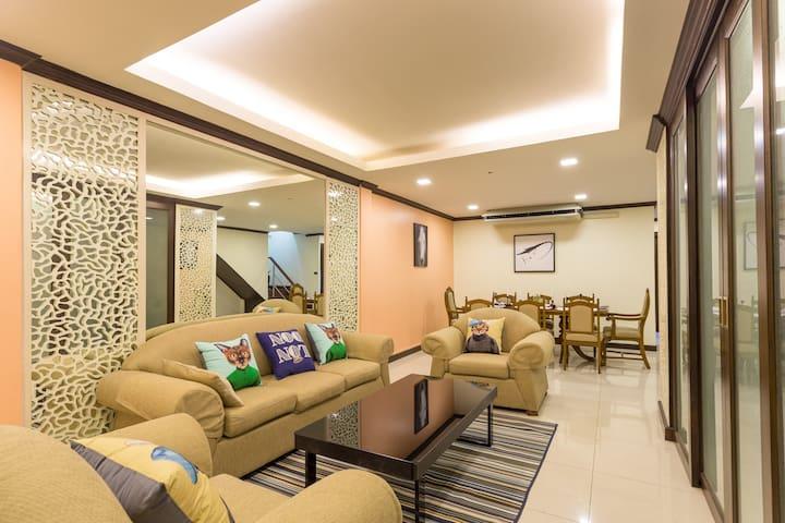 曼谷市中心Sukhumvit26巷四卧室别墅&提供接送机&近酒吧街