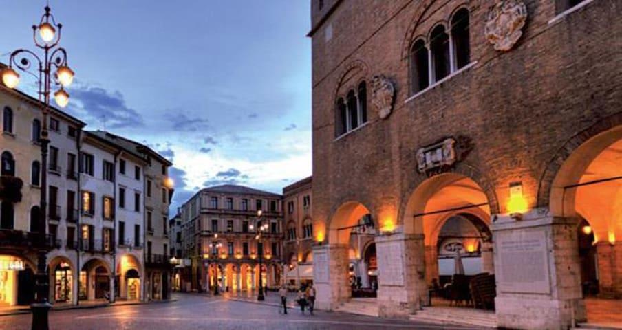 Appartamento con  posto auto,  comodo  a Venezia - Treviso - Apartment