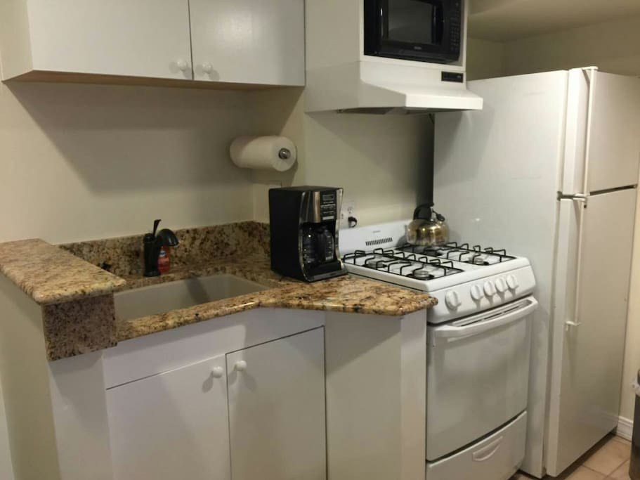 Fully equipped kitchen, and complimentary drinks.