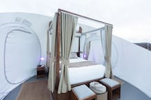 Queen bed, with comfy and clean bedding, AC and heater, and color lighting. A cabana type bed to protect you from sunlight so you can enjoy the morning or enjoy your privacy.