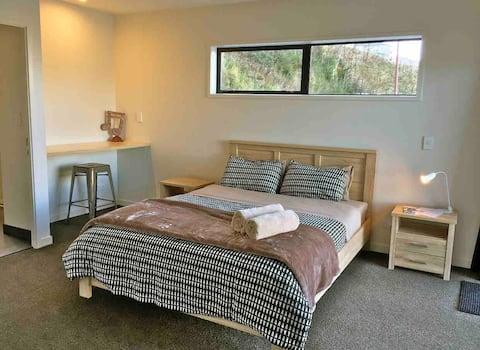 Ensuite room.Lake wakatipu & Remarkable view