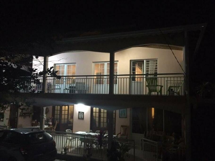 Appartement haut de villa accès escalier extérieur