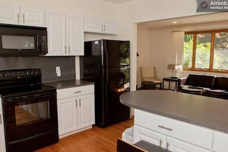 Fam friendly home by the beach with deck & grill! - Narragansett - Townhouse