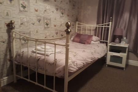 Single room in family home in Oban