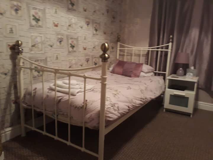 Single room in family home in Oban