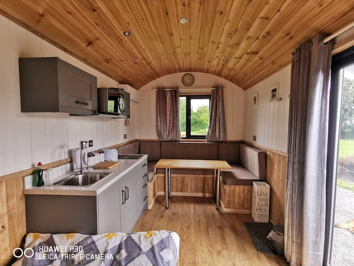 Cornfield Shepherds Hut in Country Setting