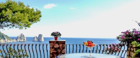 Elegant suite overlooking the Faraglioni cliffs