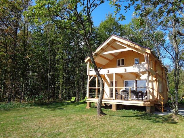 Puy Montaly, maison calme, nature, étang pêche - Charensat - Huis