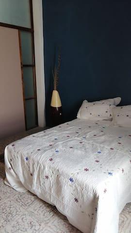 """Casa Flores - Habitación """"Girasol"""""""