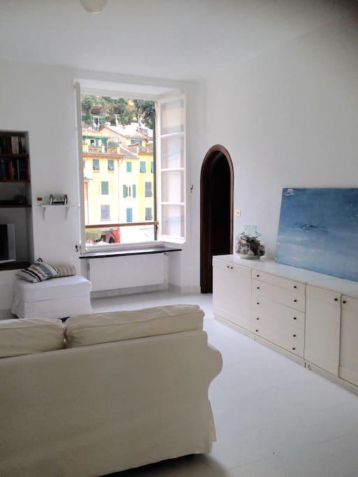 Grande salotto con vista mare sulla famosa piazzetta di Portofino