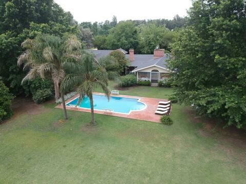 Loft con piscina y hermoso jardín.