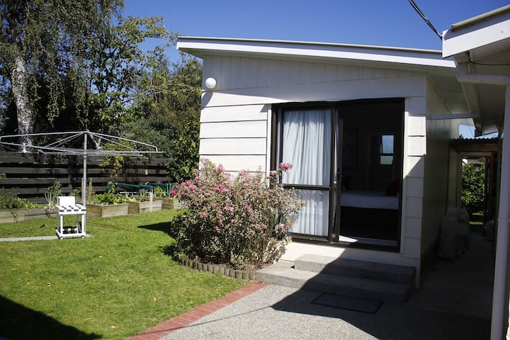 Quiet and comfortable studio - Palmerston North - Bed & Breakfast