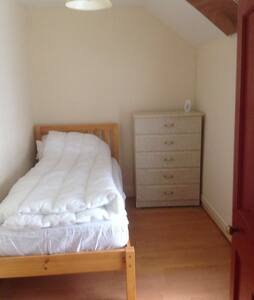 Single room on Main Street Ennistymon, - Clare - Apartment