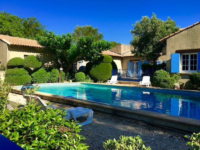 PROVENCAL COTTAGE 4/6 pers 3 Hect - Aramon - House