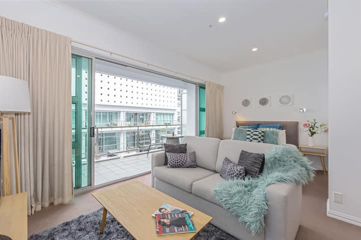 Luxury Studio Apartment in Princes Wharf