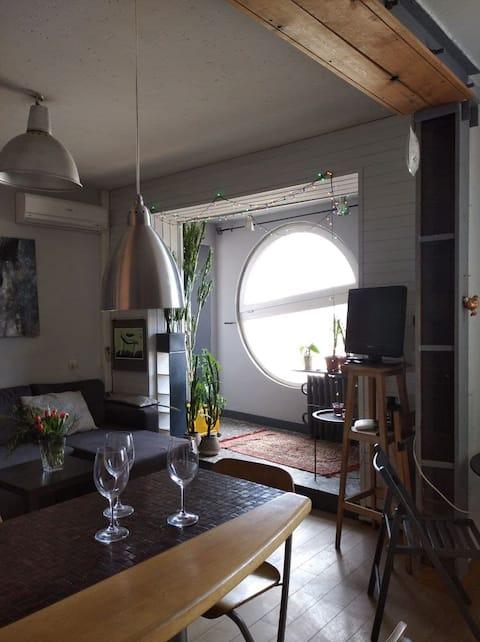 Квартира архитекторов с иллюминатором