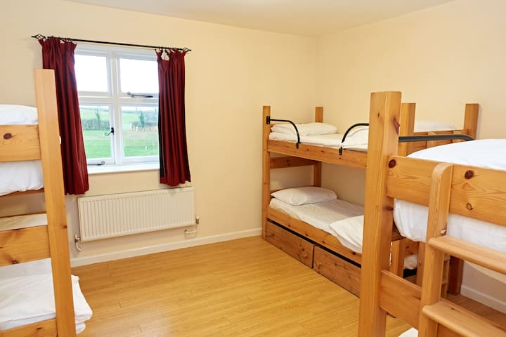Country Lodge - sleeps 14 - Devon - Lägenhet
