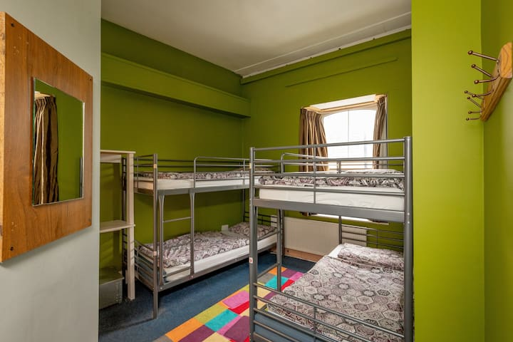 Bed in a 4 bedded Ensuite room. City centre hostel