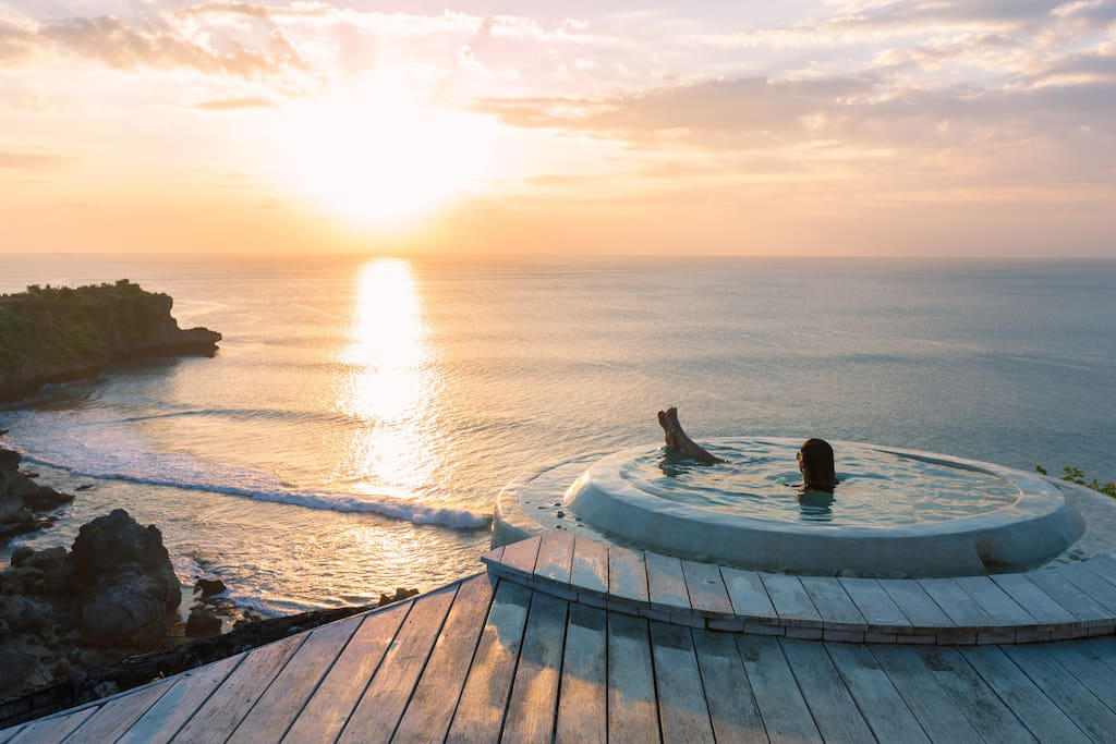 Amazing view from clifftop spa & jacuzzi (common facility), advance reservation is highly recommended.