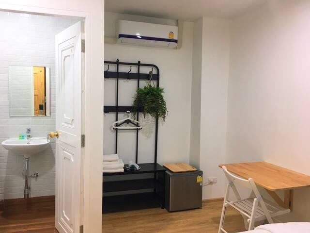 Mini Studio A - Queen Bed - Private Bathroom