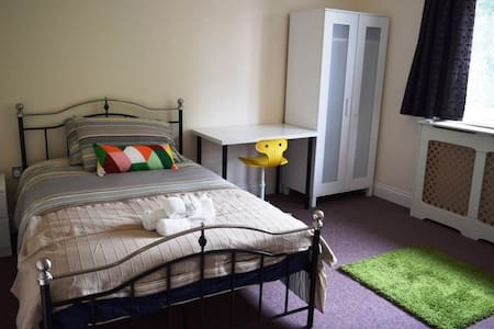 En-suite Bedroom 5 mins from Central Line (3) - Woodford - Hus