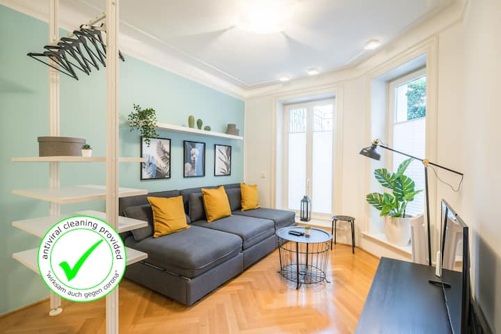 Exclusive&cosy apartment next to U-Bahn