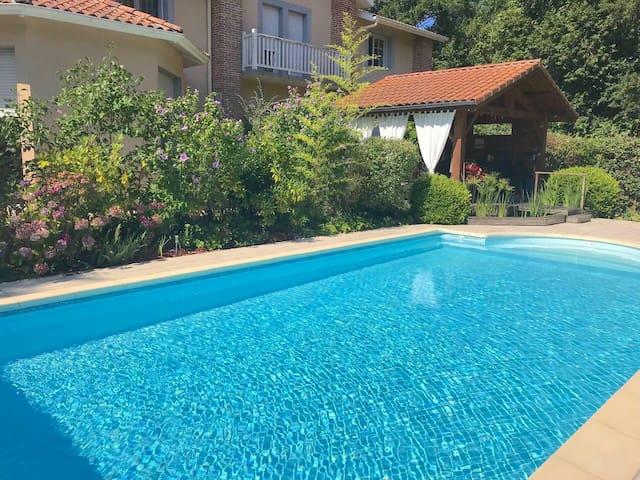 Chambre dans villa avec piscine proche Contis