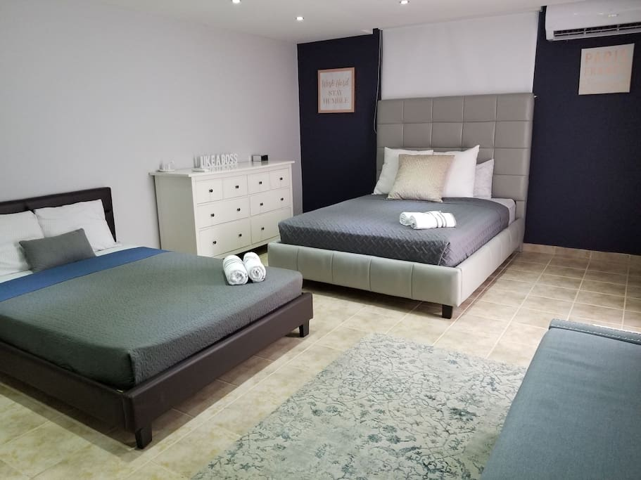 Master Room  1 Queen bed & 1 Full size bed