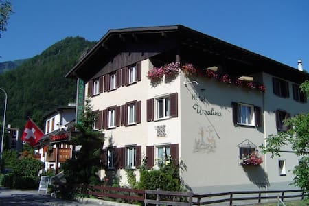 Room in a Cozy Guest House! - Bad Ragaz - Bed & Breakfast