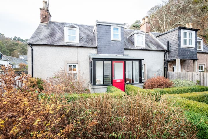 Ideally Placed Highland Cottage