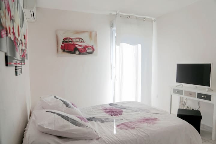 beautiful brilliant bedroom near from Nice