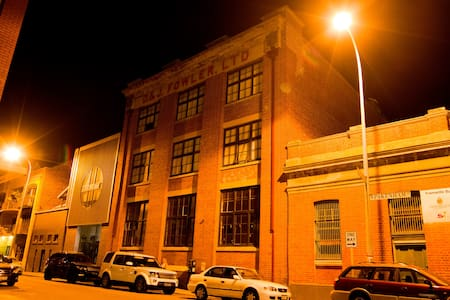 Authentic Warehouse Apartment in the West End - Fremantle - Apartment