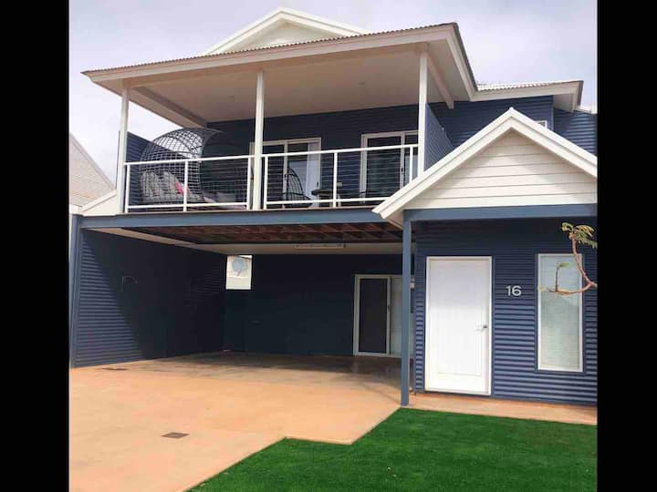 Exmouth Marina Luxury 3 Master Beds + a 4 bed kids
