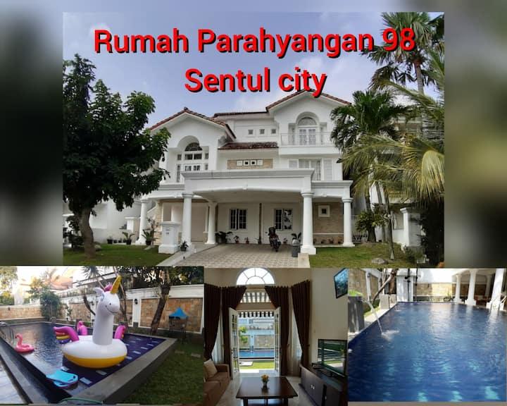 Rumah Parahyangan 98 & private pool @sentul_city