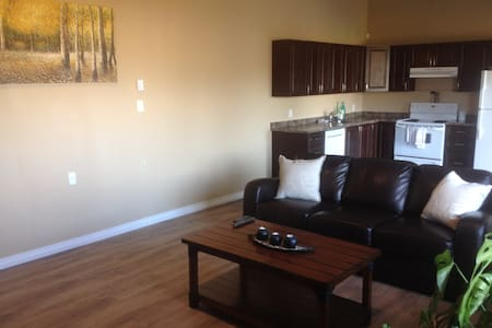 Large, Comfy, near Downtown and Uni - Kamloops