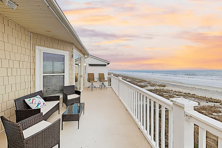 Rise and Shine Oceanfront Penthouse - Walk to Pier