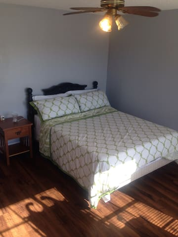 Large nice 1BR in 2BR apt by LSU, 1hr- New Orleans