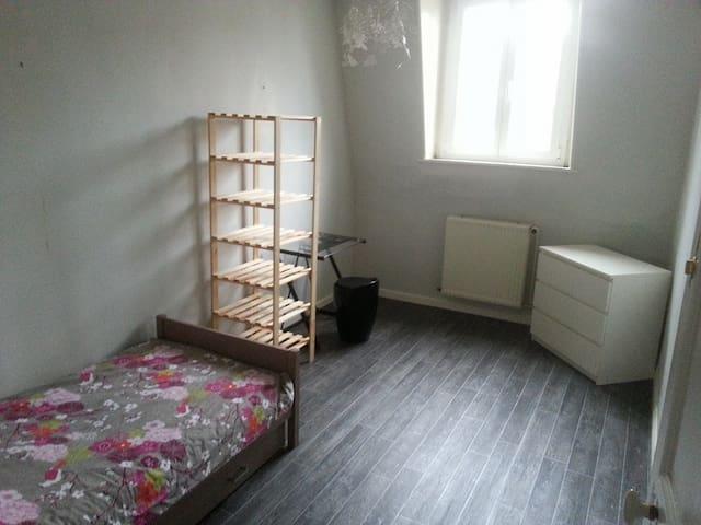 Chambre 3 - 12m2 - Armentières - 一軒家