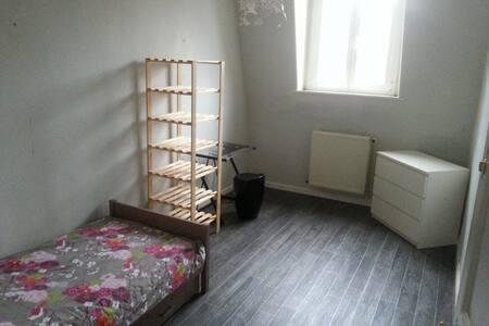 Chambre 3 - 12m2 - Armentières