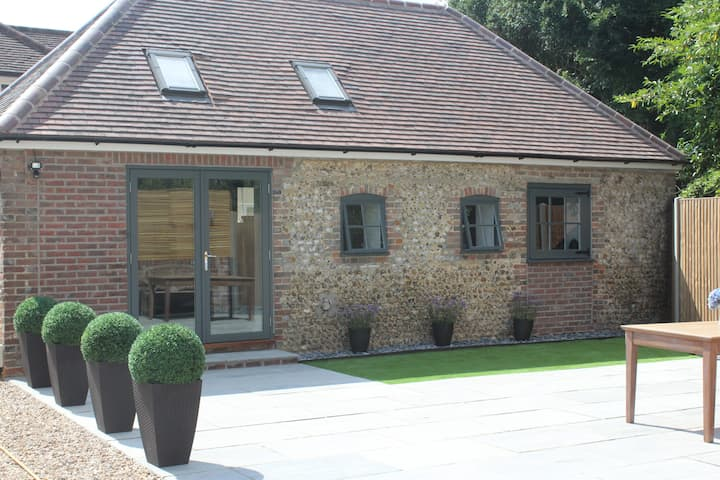 The Cottage at The Dene - With Goodwood Healthclub
