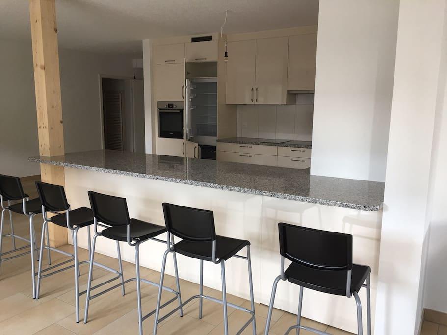 Bartheke und Küche