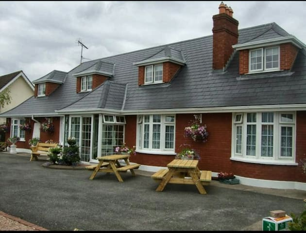 St Thomas B&B - Navan - Bed & Breakfast
