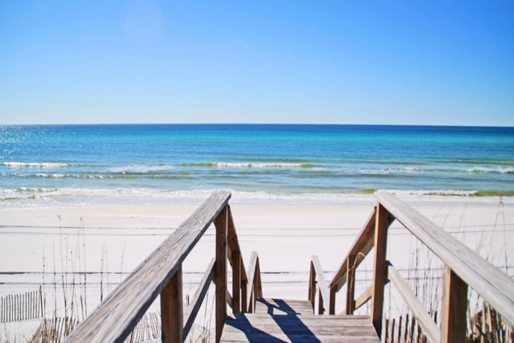 Fine View features an extremely short walk to the beautiful white sand beaches of Walton County!