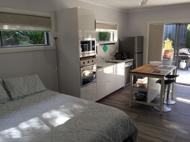 Comfortable Garden Studio - Nelson Bay - Apartment